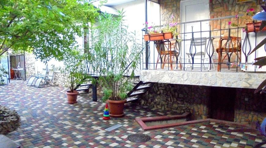 """Изображение частного дома """"Уютный домик с террасой на 2-5 человек в Феодосии."""" #11"""