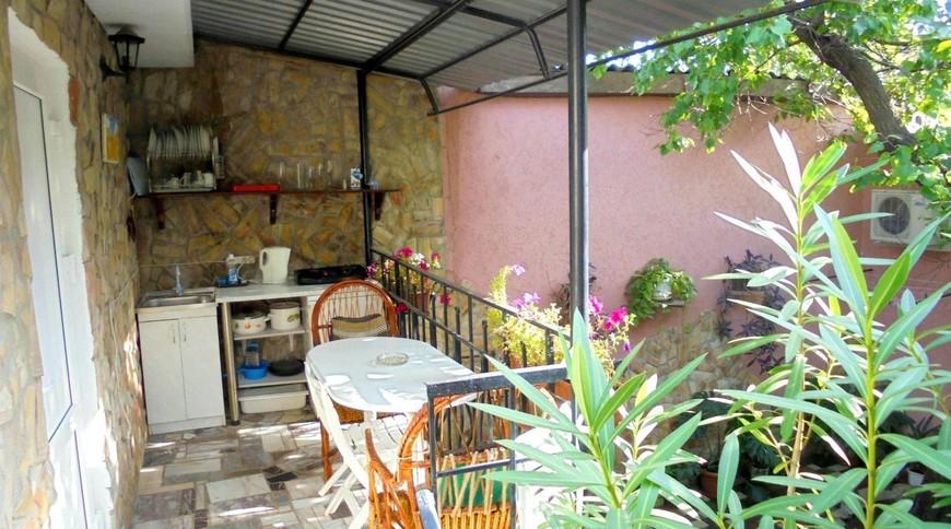 """Изображение частного дома """"Уютный домик с террасой на 2-5 человек в Феодосии."""" #12"""