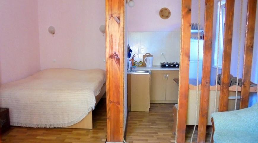 """Изображение частного дома """"Домик для семейного отдыха на 2-4 человека в Феодосии."""" #14"""