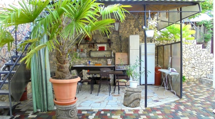 """Изображение частного дома """"Двухкомнатный домик с беседкой на 3-5 человек в Феодосии."""" #1"""