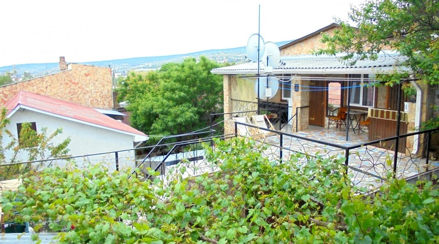 """Изображение частного дома """"Двухкомнатный домик с террасой на 3-7 человек в Феодосии."""" #1"""