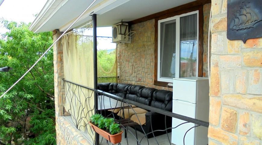 """Изображение частного дома """"Двухкомнатный домик с террасой на 3-7 человек в Феодосии."""" #6"""