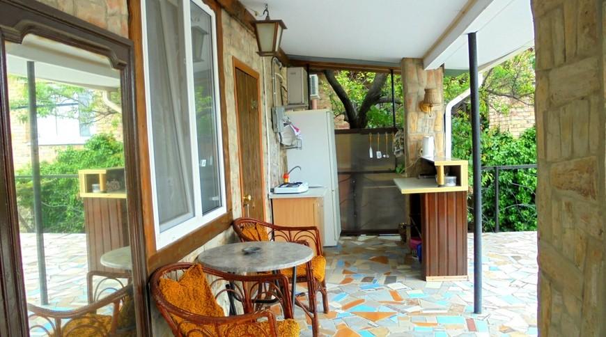 """Изображение частного дома """"Двухкомнатный домик с террасой на 3-7 человек в Феодосии."""" #8"""