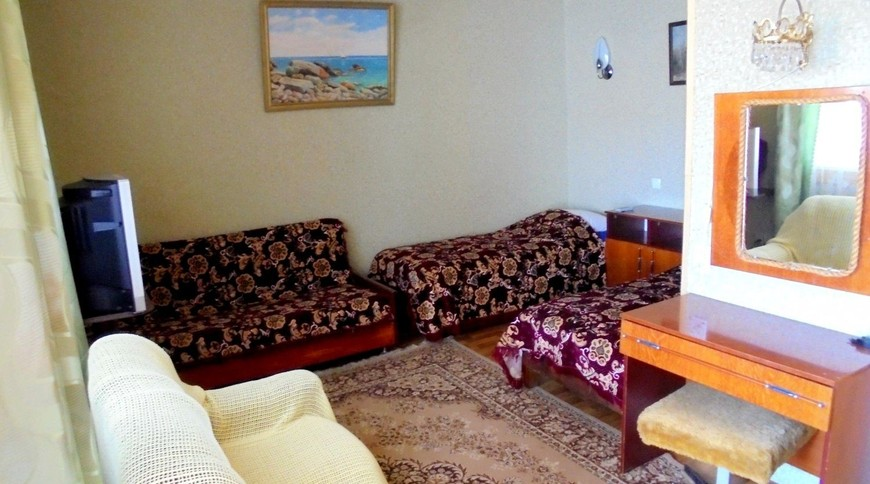 """Изображение частного дома """"Двухкомнатный домик с террасой на 3-7 человек в Феодосии."""" #12"""