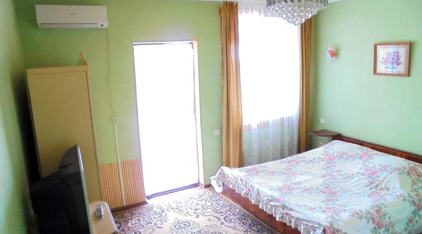 """Изображение частного дома """"Двухкомнатный домик с террасой на 3-7 человек в Феодосии."""" #15"""