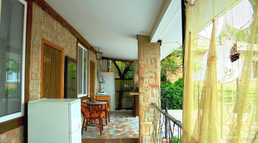 """Изображение частного дома """"Двухкомнатный домик с террасой на 3-7 человек в Феодосии."""" #7"""