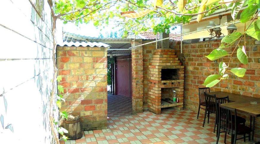 """Изображение частного дома """"Отдельный трехкомнатный дом со своим закрытым двором и гаражом, без хозяев, в Феодосии."""" #3"""