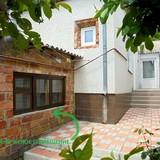 """Изображение частного дома """"Отдельный трехкомнатный дом со своим закрытым двором и гаражом, без хозяев, в Феодосии."""" #24"""