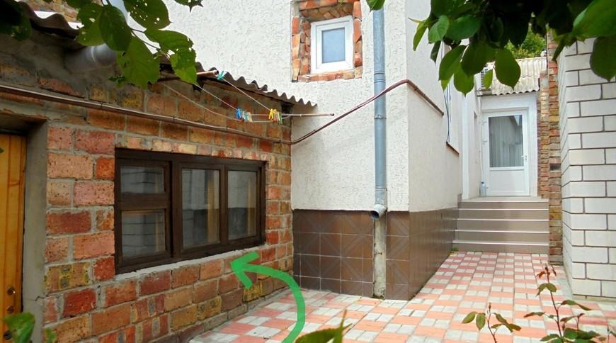"""Изображение частного дома """"Отдельный трехкомнатный дом со своим закрытым двором и гаражом, без хозяев, в Феодосии."""" #5"""