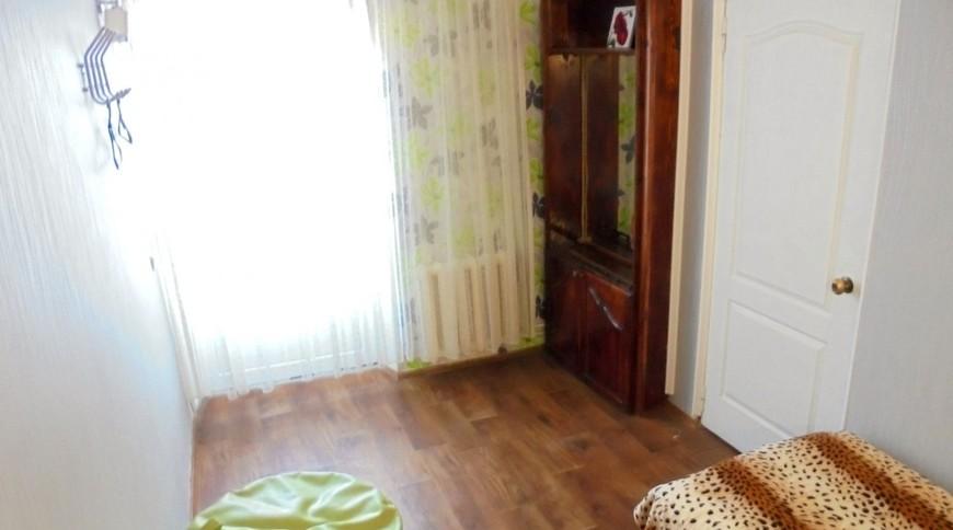 """Изображение частного дома """"Отдельный трехкомнатный дом со своим закрытым двором и гаражом, без хозяев, в Феодосии."""" #10"""