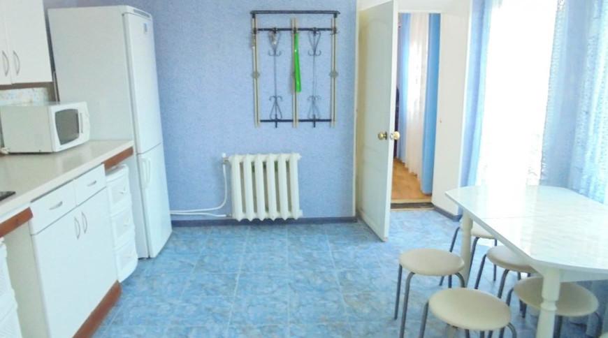 """Изображение частного дома """"Отдельный трехкомнатный дом со своим закрытым двором и гаражом, без хозяев, в Феодосии."""" #15"""