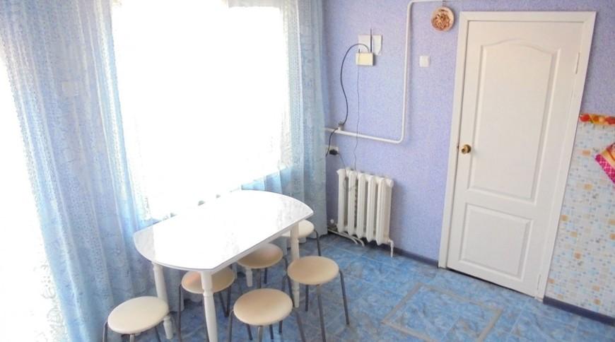 """Изображение частного дома """"Отдельный трехкомнатный дом со своим закрытым двором и гаражом, без хозяев, в Феодосии."""" #16"""