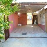 """Изображение частного дома """"Отдельный трехкомнатный дом со своим закрытым двором и гаражом, без хозяев, в Феодосии."""" #38"""